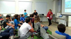 תלמידי רובוטיקה בהרצאה של אורנה הילינגר